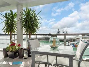 QV Upmarket Waterfront Apartment - 787