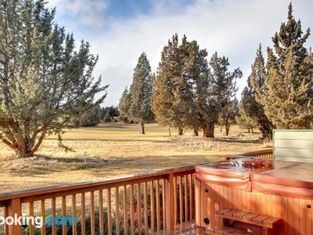 Eagle Crest Resort on Golf Course With Hot Tub