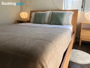 2BDR & Parking 5-10min to Santa Monica Pier