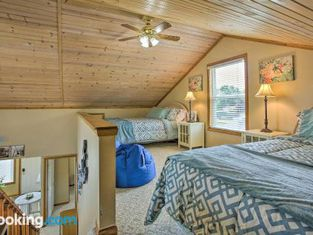 Charming Houghton Lake Cottage With 60ft Private Dock