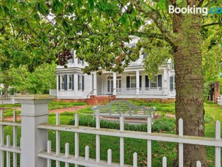 New Bern Home With Yard, Grill and Walkable Location