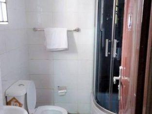 Room in Lodge - Limoh SuitesLuxurious Budget Hotel in Benin City