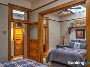 The Mercantile Loft A 3BR Laramie Apt With Deck!