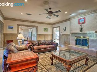 Lakefront Harlingen Home With Pool, Yard and Pool Table