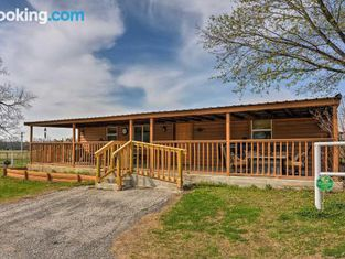 Bartlesville Cabin With Pool, Hot Tub and Trampoline!