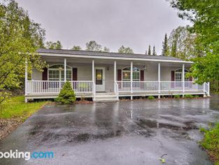Presque Isle Harbor Home With Gas Grill and Bikes!