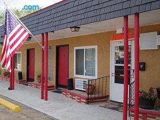 4-Winds Motel