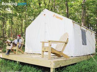 Tentrr - Creek Side: Woodsy Glamping Retreat Near Chincoteague Island!