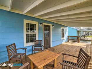 Seadrift Cottage With Deck - 5 Blocks to Bay!