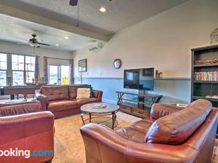 Luxury East Wenatchee House With Mtn Views!