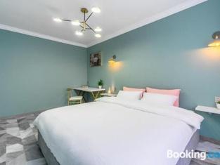 Newly Renovated Apartment Near Yalu River Broken Bridge