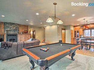 Magnificent House With Game Room on Lake Latoka