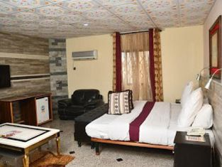 Room in Lodge - Choice Gate Hotel Suites