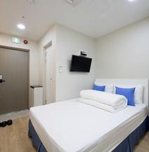 Stay 7 Hostel