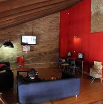 紅色鳥巢酒店
