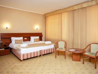 City Hotel Tien Shan