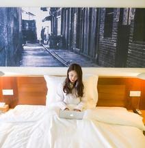 Traveling With Hostel (Chongqing Jiefangbei Jiaochangkou Metro Station)