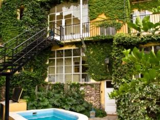 Alamo Hostel & Suites