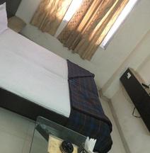 OYO 28796 Hotel Rajhans